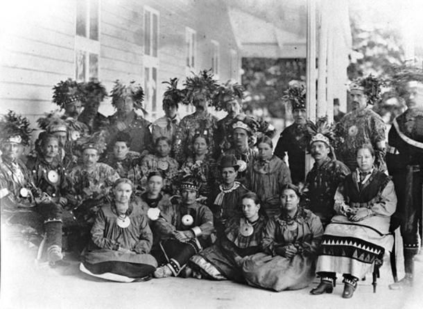 Huron-Wendat group from Wendake (Lorette) at Spencerwood, Quebec City, QC, 1880, Jules-Ernest Livernois. (Public Domain)