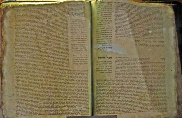 Babylonian Talmud manuscript copied by Solomon ben Samson, France, 1342 AD. (Sodabottle / CC BY-SA 3.0)