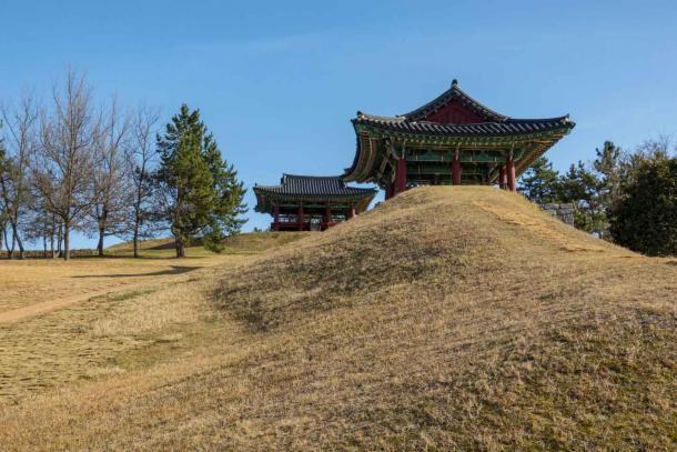 The observatory of Cheonghaejin Castle or the Cheonghae Garrison on Wando Island, where Jang Bogo established his naval powerbase. (SiHo / Adobe Stock)