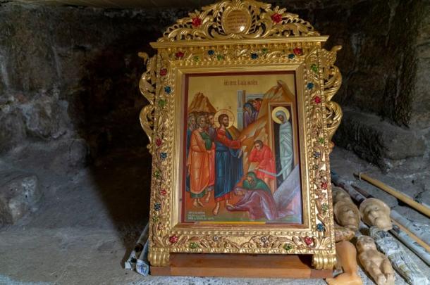 Illustration in the tomb of Lazarus showing Jesus resurrecting Lazarus.