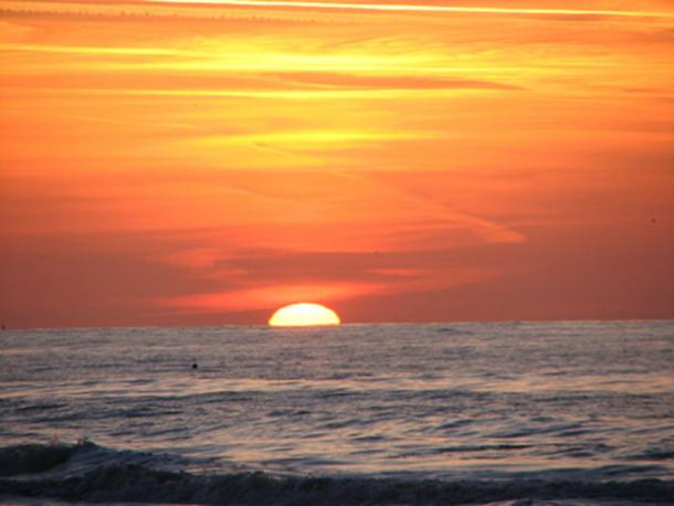 In a then uncharted part of the world the sailors saw the sun rise and set in the wrong part of the sky. (fdecomite/CC BY 2.0) This was one of the first clear indications the world is not flat.