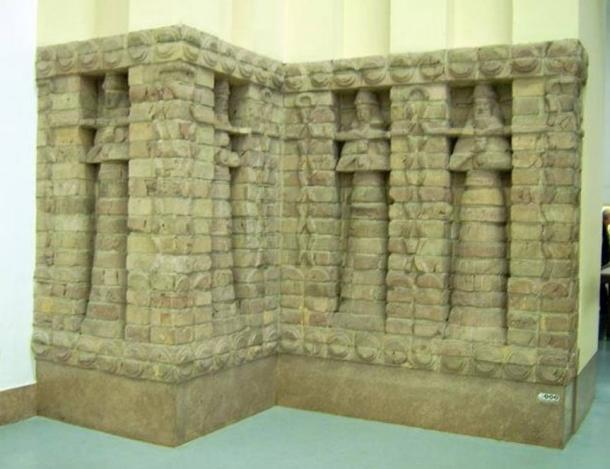 Part the front of the Inanna temple of the Kara Indasch from Uruk.