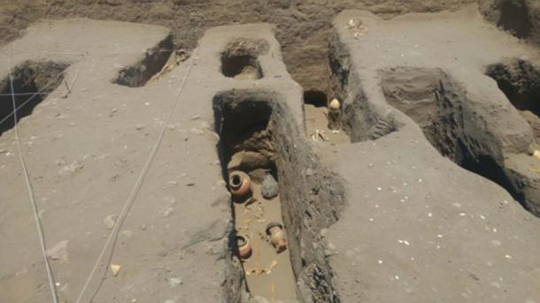 Photograph of the Chimú – Inca cemetery at the Chotuna-Chornancap site.