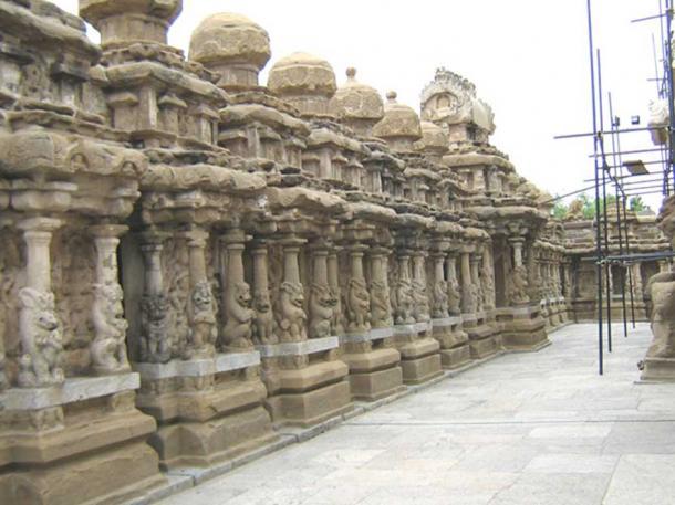 Inner court or the circumambulatory passage with 58 sub shrines. Kailasanathar Temple.