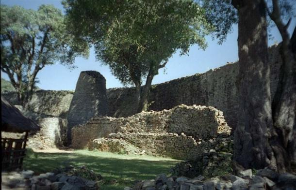 Inside of the Great Enclosure which is part of the Great Zimbabwe ruins. (Public Domain)