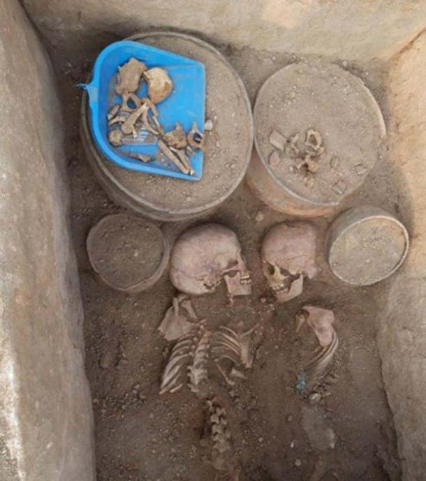 Inside the grave the excavators found the skeletons of two teenagers, one male and one female. (Tengri News)