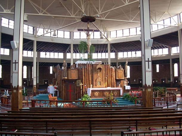 Interior of the Coliseum at the National Shrine of the North American Martyrs, Auriesville, New York, showing the sanctuary and high altar. (Public Domain)