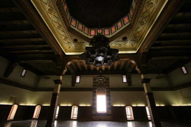 Interior of the citadel of Aleppo (thomashlavac / Adobe Stock)
