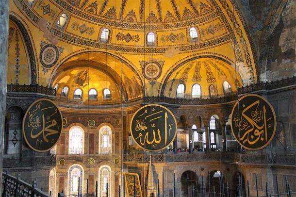 Interior of Hagia Sophia, Istanbul, Turkey, with signs with the names of Muhammad, Allah and Abu Bakr (from left to right). (CC BY-SA 3.0)