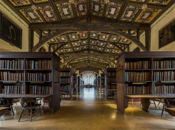 The interior of Duke Humphrey's Library, the oldest reading room of the Bodleian Libraries in the University of Oxford. (Diliff / CC BY-SA 3.0)