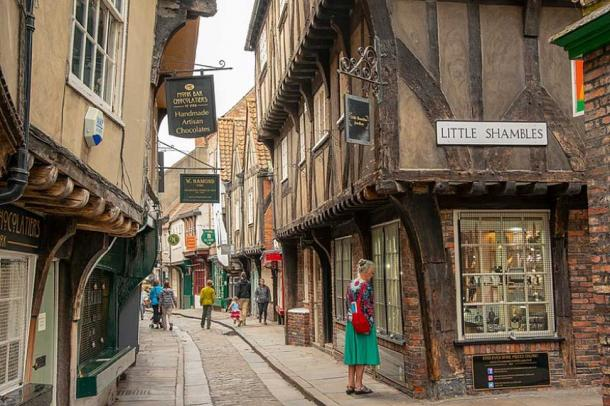 Intersection of Shambles and Little Shambles streets, York. (Peter K Burian/CC BY SA 4.0) You can see the wide window sills on some buildings, on which the meat was displayed, still remain.