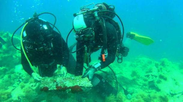 Investigating the shipwreck at Fylladi Bay of Rineia.