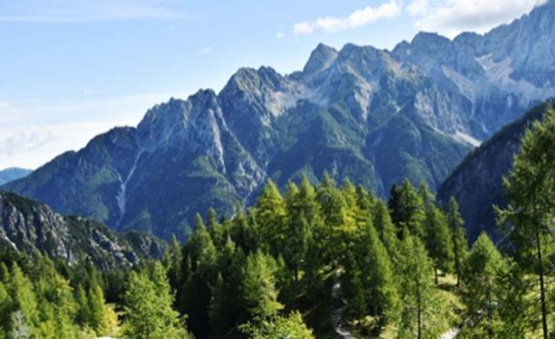 Italian Julian Alps where the last remains of a cave bear were discovered. (lloorraa / Public Domain)