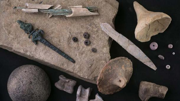 Items found at Zincirli include bronze needles stored in a bone case (top left), a bronze figurine of a goddess (left), and animal knucklebones often used as dice (bottom). (Roberto Ceccacci)