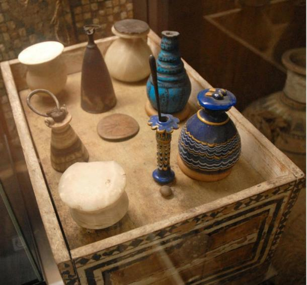 Items from Kha and Merit's tomb include the sycamore toilet box and vessels of faience, glass and alabaster that contained kohl and ointments for Merit's use in the afterlife. These items are in the Egyptioni Museum of Turin.