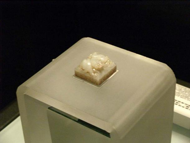 """Jade Seal with Characters """"Huang Hou Zhi Xi"""" Western Han Dyansty. Excavated from Langjiagou village Xianyang City. (CC BY SA 3.0)"""