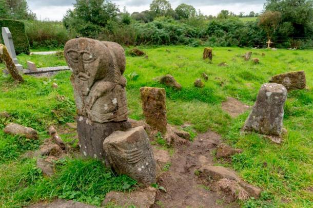 Janus Stone on Boa Island used the same art style as the Statues on While Island