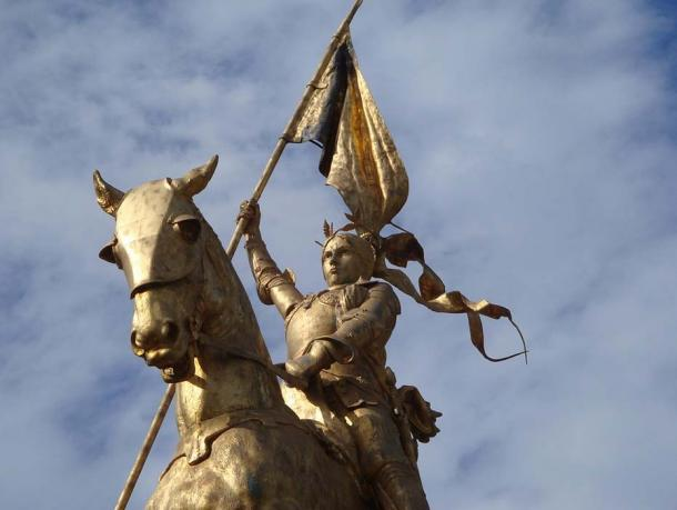 Jeanne d'Arc (Joan of Arc) on her horse.