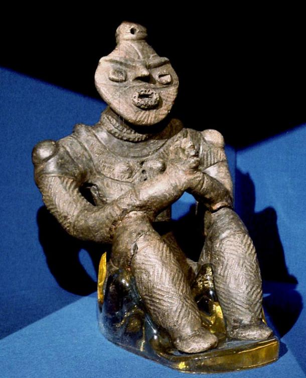 Estatua de arcilla Jomon, Kazahari I, Aomori Prefecture.  Período Tardío (1500 - 1000 aC).