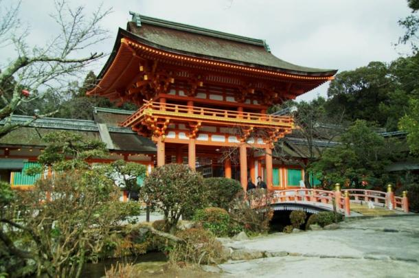 The serene Kamigamojinja shrine in Kyoto has revealed an ancient glass shard which may have originated in ancient Persia.