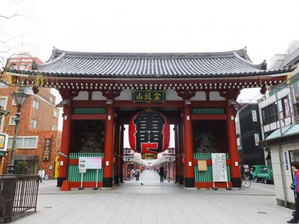Kaminarimon or Thunder Gate of Sensō-ji temple in Asakusa, Tokyo. (Tak1701d / CC BY-SA 3.0)