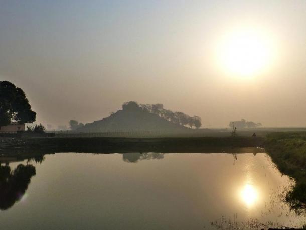 The Kesaria Stupa at sunrise. (Photo Dharma / CC BY 2.0)