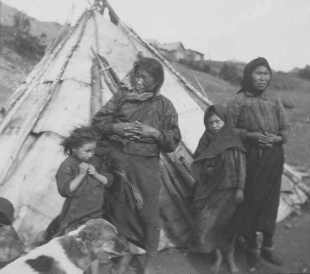 Ket Women and Children, 1913. (Public Domain)