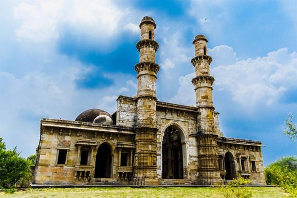 Kevda Masjid a mosque, part of the Champaner-Pavagadh Archaeological Park, a UNESCO World Heritage Site. (abhishek / Adobe Stock)