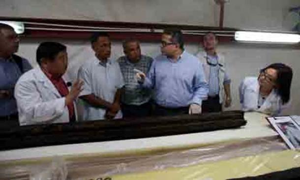 Khaled El-Enany, Sakuji Yoshimora, and Eissa Zidan inspecting the beam at the laboratory.