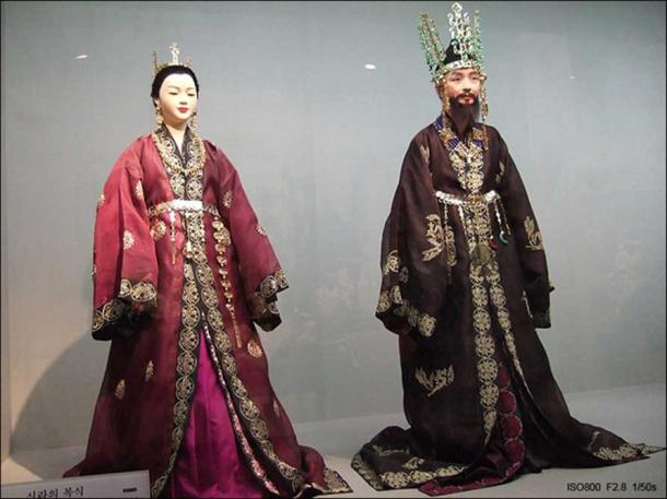 King and Queen of Silla. South Korea, Seoul National Folk Museum - Traditional Korean Costumes of Silla Kingdom (57 BC – 935 AD) (CC BY-SA 2.0)