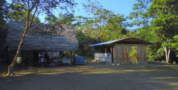 Kitchen and mess hall in the Shuar community of Tayu Jee in Pastaza Province, Ecuador. Photo credit: the author (2016).