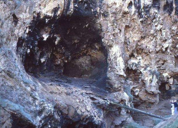 Klasies River Mouth Cave entrance where evidence of ancient humans eating starch was discovered. (Qzd / CC BY-SA 2.0)