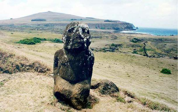 A kneeling moai said to bear resemblance to statues around Lake Titicaca in South America. (Brocken Inaglory/CC BY-SA 3.0)