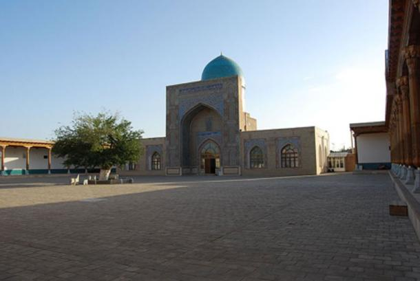 Kok-Gumbaz mosque in Qarshi (Karshi), Uzbekistan.