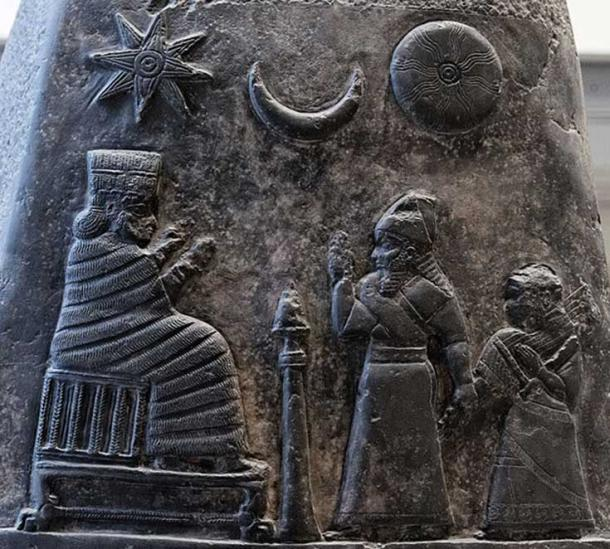 Kudurru (stele) of King Melishipak I (1186–1172 BC): the king presents his daughter to the goddess Nannaya. The crescent moon represents the god Sin, the sun the Shamash and the star the goddess Ishtar. Kassite period, taken to Susa in the 12th century BC as war booty. (Public Domain)