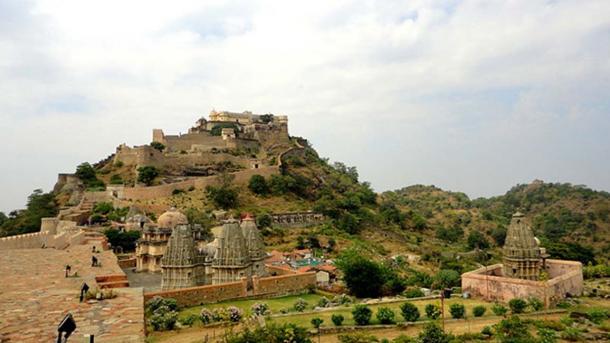 Kumbhalgarh Fort and wall.