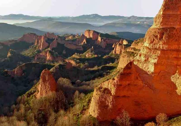 Landscape of Las Médulas, Spain, the result of hydraulic mining by the ancient Romans. (CC BY-SA 3.0)
