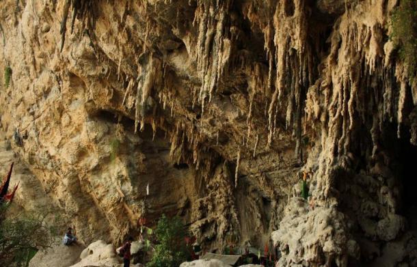 Lahoot Lamakan (cave).