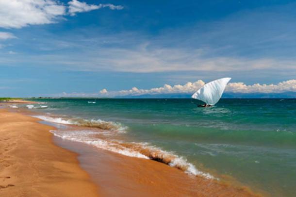 Lake Tanganyika (Rafal Cichawa / Adobe Stock)