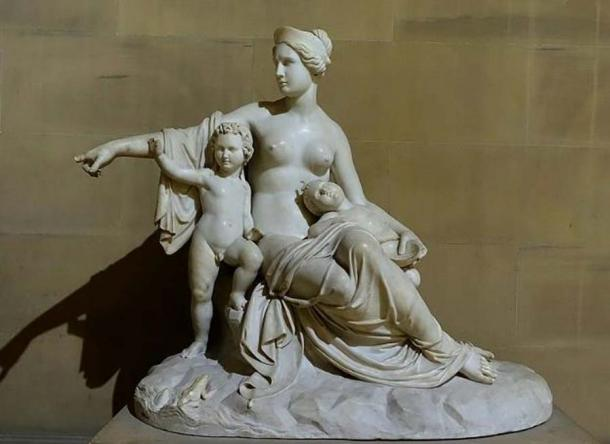 Latona (Leto) with the infants Apollo and Artemis, by Francesco Pozzi, 1824, marble - Sculpture Gallery, Chatsworth House - Derbyshire, England. (Public Domain)