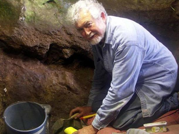 Lawrence Straus at work in the cave in Cantabria, Spain