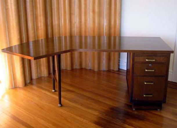 An example of a Leopold Desk