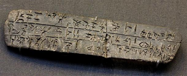 'Linear B' clay tablet inscription. (vintagedept / CC BY 2.0)
