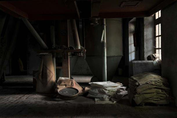 Linen storage room (CC0)
