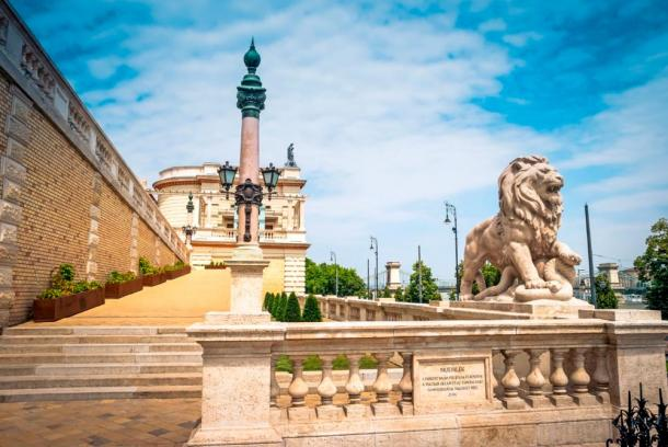 Lion statue at Buda Castle