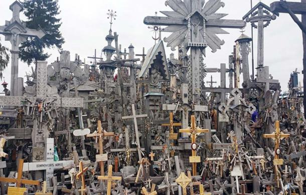 View of the Lithuanian Hill of Crosses. (CC0)