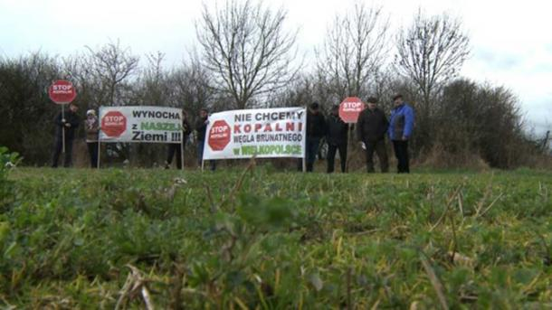 Local opposition against the mine.