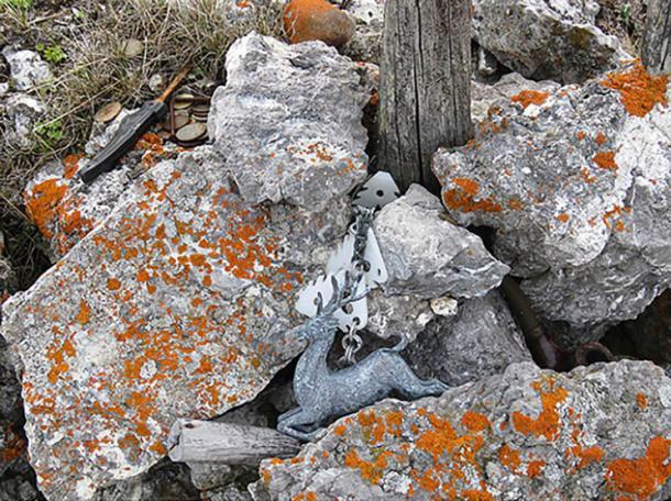 Locals offer sacrifices to the idol. Images: Irina Khanzerova, Ilya Buyanovsky