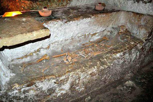 Loculi are side graves hewn in the sidewalls. (Image: Peter J. Shields)