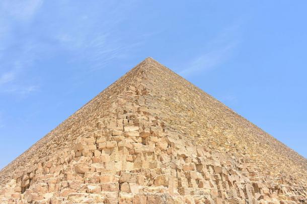Looking up at the Great Pyramid of Giza from the base of the southeast corner. (MusikAnimal/CC BY SA 4.0)